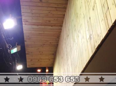 Ốp biển quảng cáo gỗ thông pallet BH1