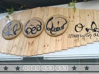 Ốp biển quảng cáo gỗ thông pallet BH6