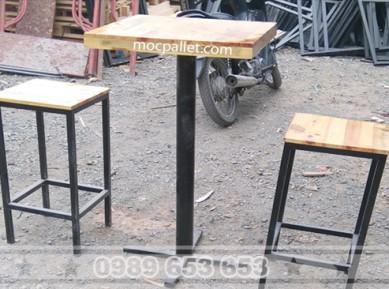 Bộ bàn ghế cafe mặt gỗ thông chân sắt BR01