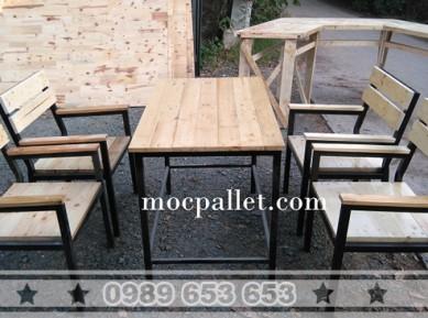 Bộ bàn ghế chân sắt mặt gỗ thông pallet BGS28